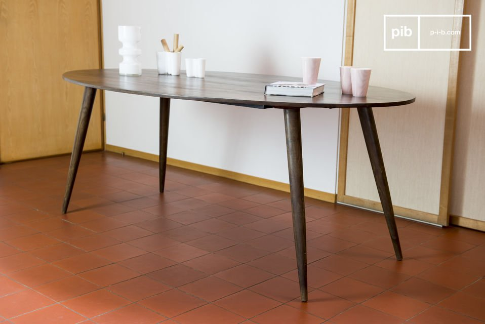 It\'s ideal to put in the center of a dining room