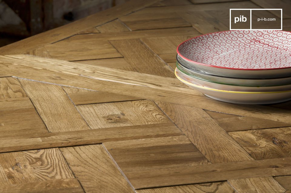 This wood has been assembled in the same style as the motif of Versailles\'s parquet