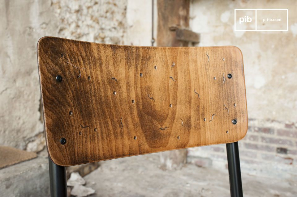 The seat and the backrest are entirely made of hand-patinated wood