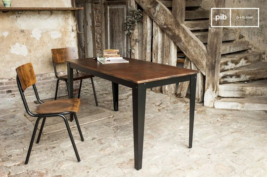Pib offers a variety of tables in timeless and vintage styles - Table manger industrielle ...