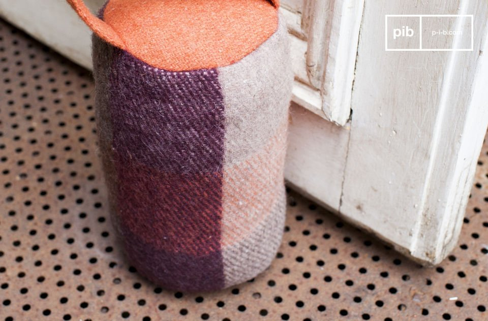 With checker patterns of grey, purple and orange tones, this wool doorstop will give a colourful touch to your home while providing a friendly welcome