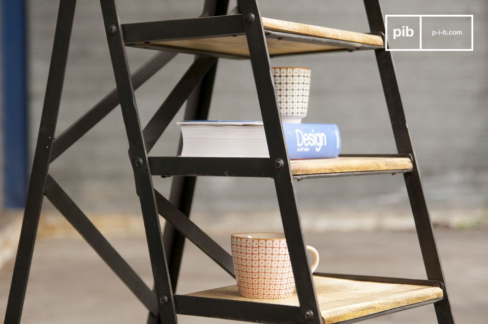 No matter whether you plan to use it as a ladder or as a metal bookcase