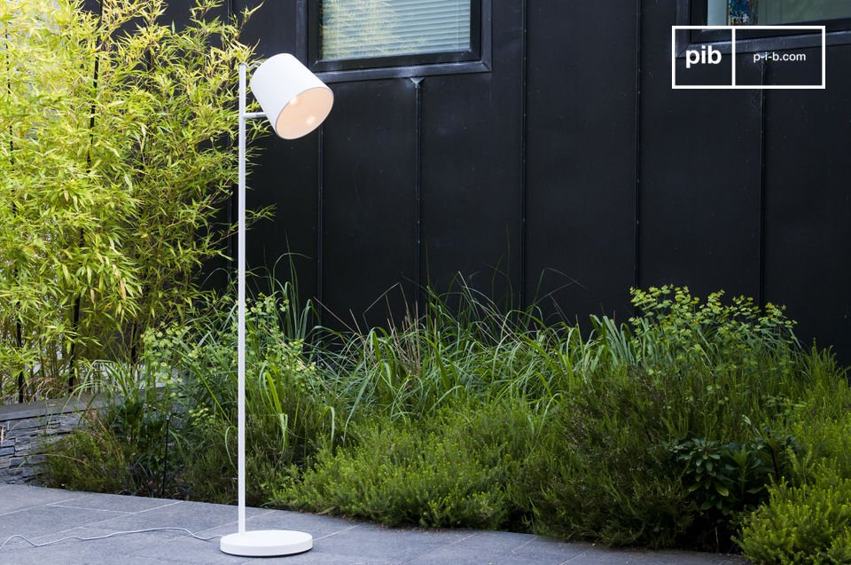 Enjoy the white shade typical of scandinavian design used with the standard lamp Elküb