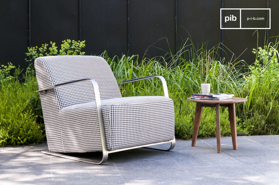 Consider the unique design of the armchair Elthon: retro-look houndstooth fabric, a classic rounded off line, and modern arms of brushed stainless steel reaching all the way to the legs