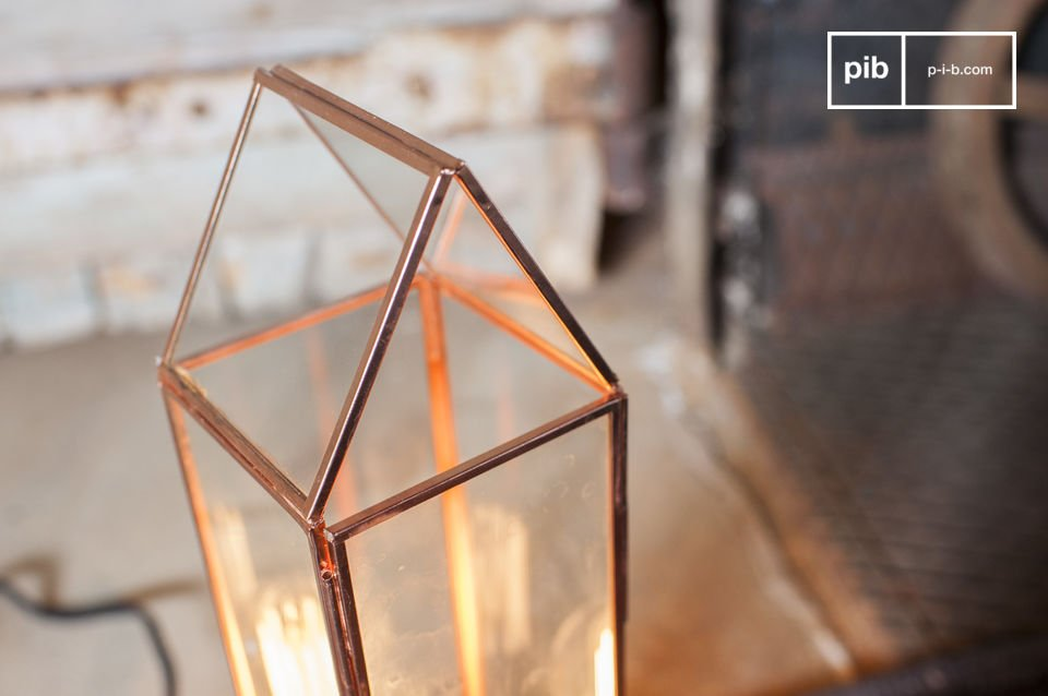 The Emma Lantern is a vintage fixture that is sure to seduce you with its vintage style charm