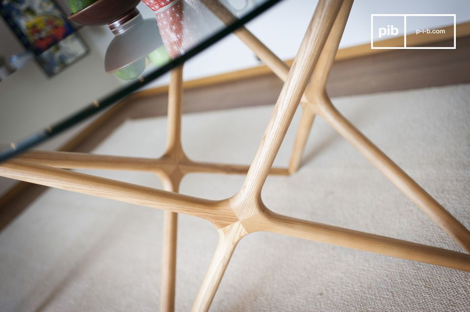 The solid wood base, revealing a star-shaped structure, reflects the quality of the woodwork