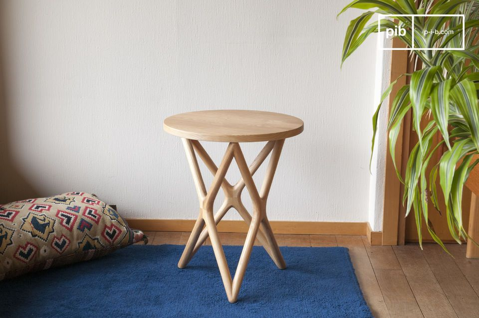 The elegance of Scandinavian vintage design for a wholly wooden table