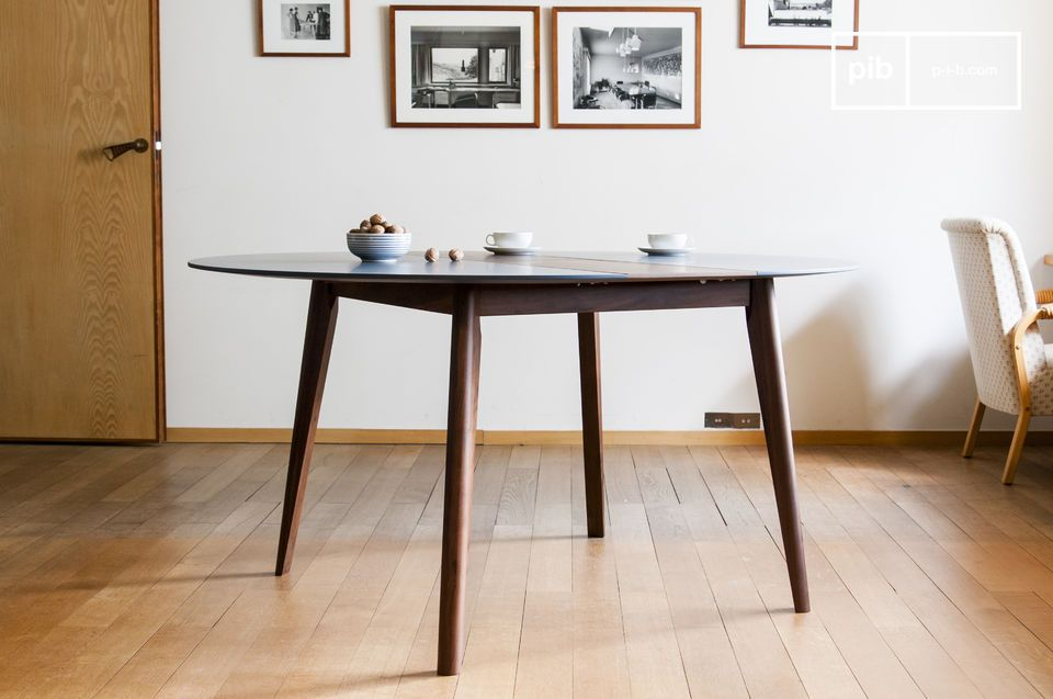 Extensible table cristina legs made of solid walnut pib for Table ronde extensible 12 personnes