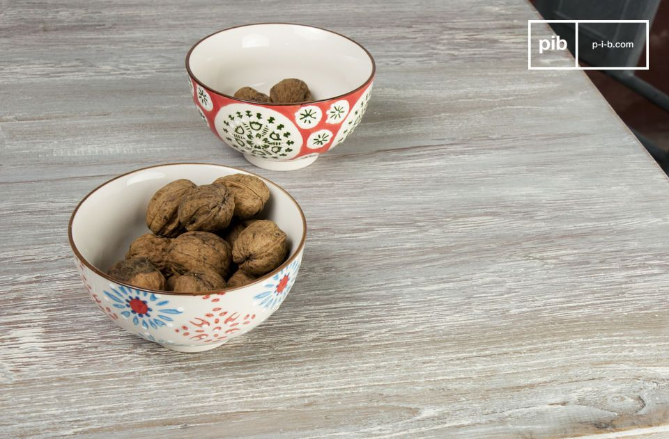 A beautiful set of hand-painted ceramic bowls to add a touch of colour to your breakfast