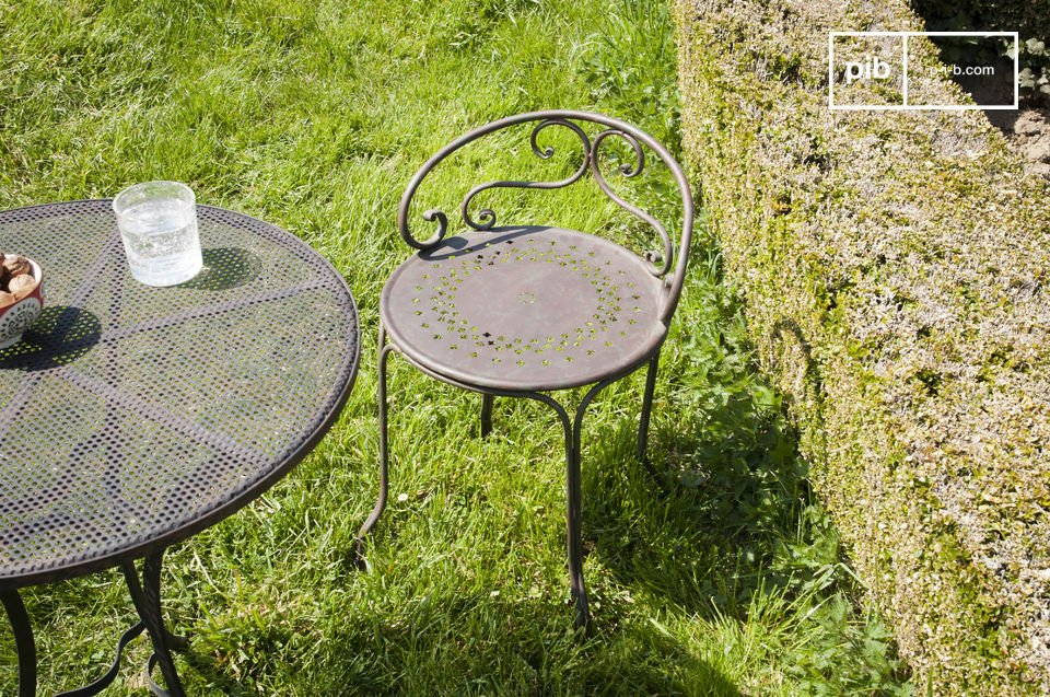 Classic cast iron legs and ornate back, but an original small charming seat