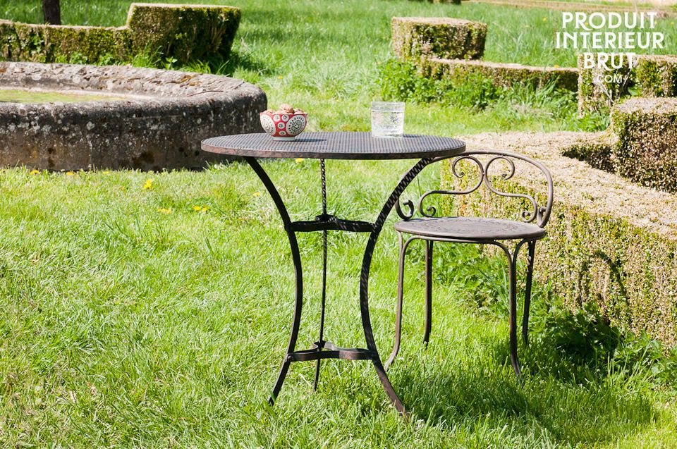 Fully-curved legs give the Giverny table a certain grace