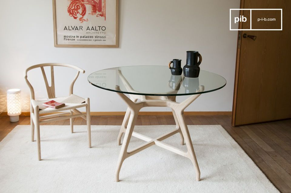 A round table in hollow-wood with transparency, combining solid wood and tempered glass