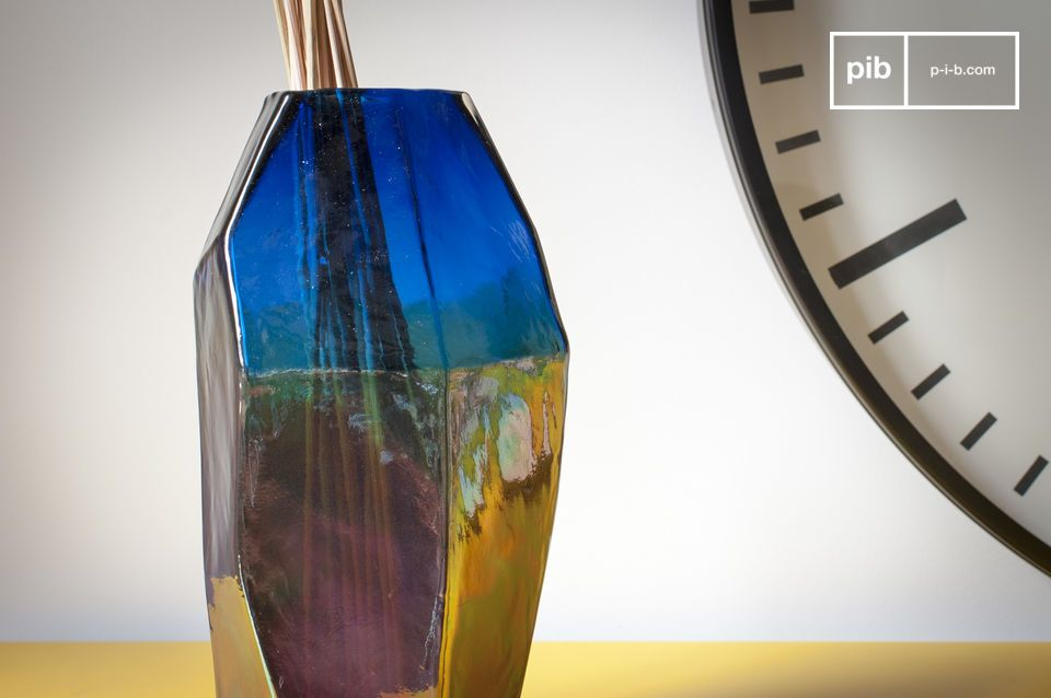 The Ingeborg glass vase displays straight and elegant lines
