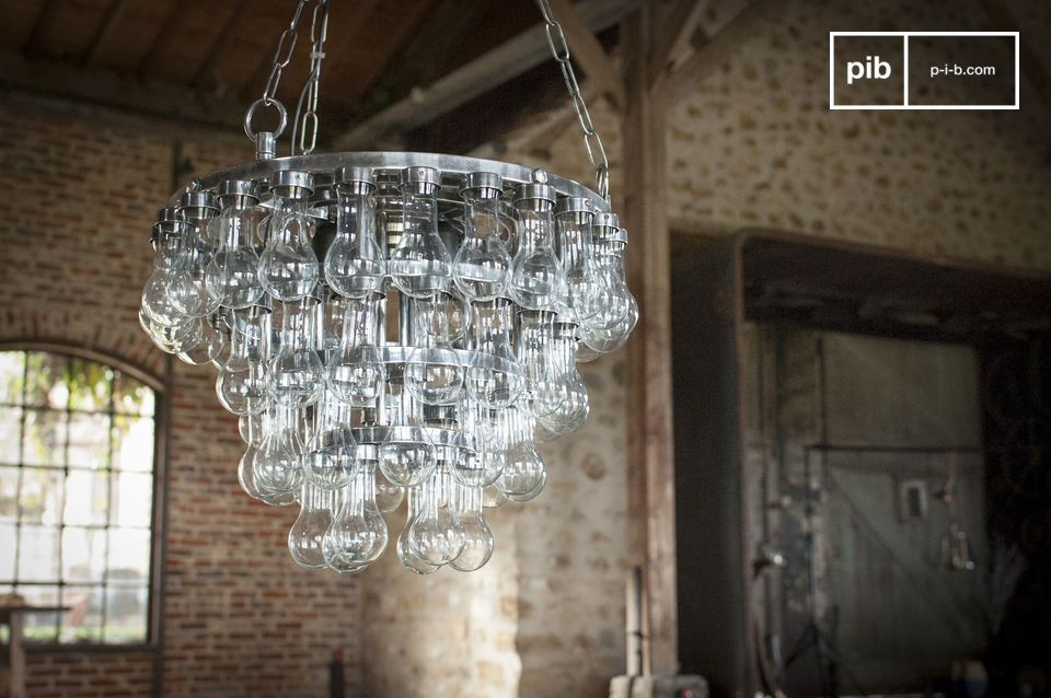 Soft reflections and brilliant light for a spectacular chandelier