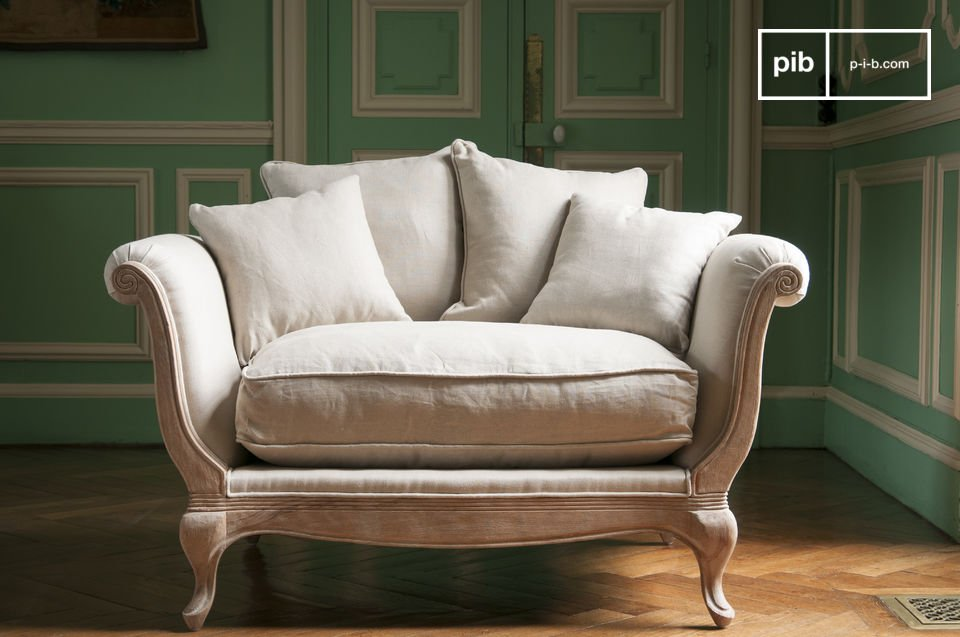 Treat yourself to a unique softness, with the 5 generous cushions of the Grand Trianon armchair