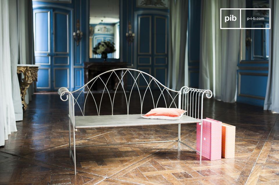 Searching for a robust and original bench made out of metal? Its classic lines contrasts with the