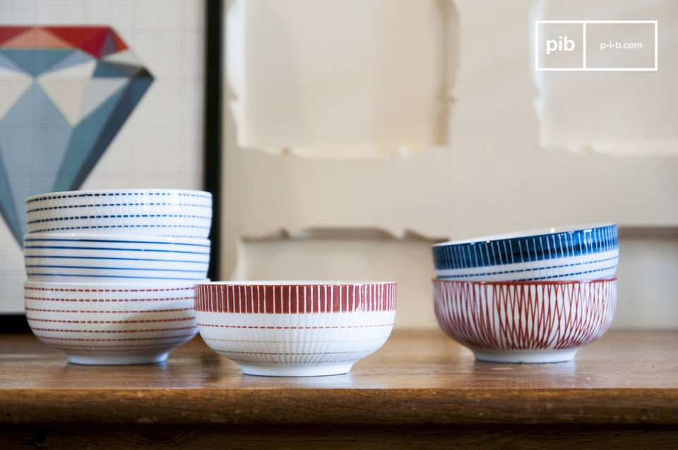 Set of 6 pretty porcelain bowls.