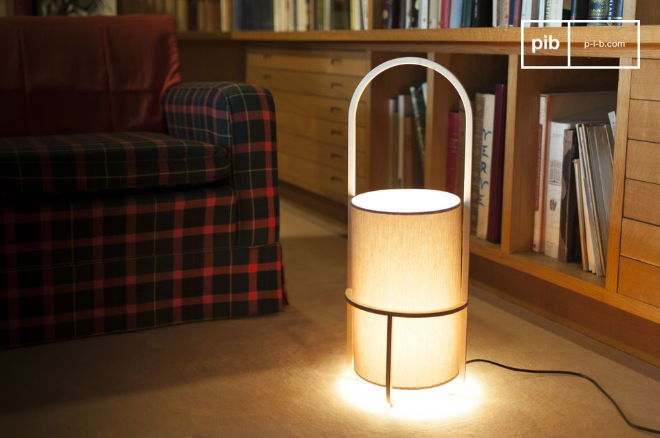 Beautiful lamp to be placed with a round handle.