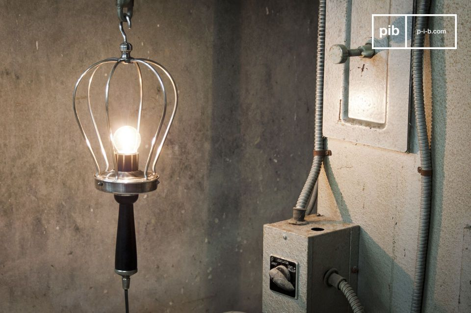 Industrial duty hand lamp