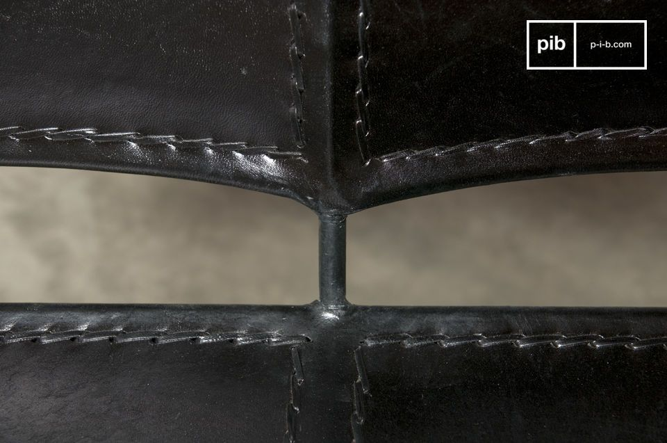 A 100% metallic and leather armchair that gives a vintage Latin look for an aesthetic and original
