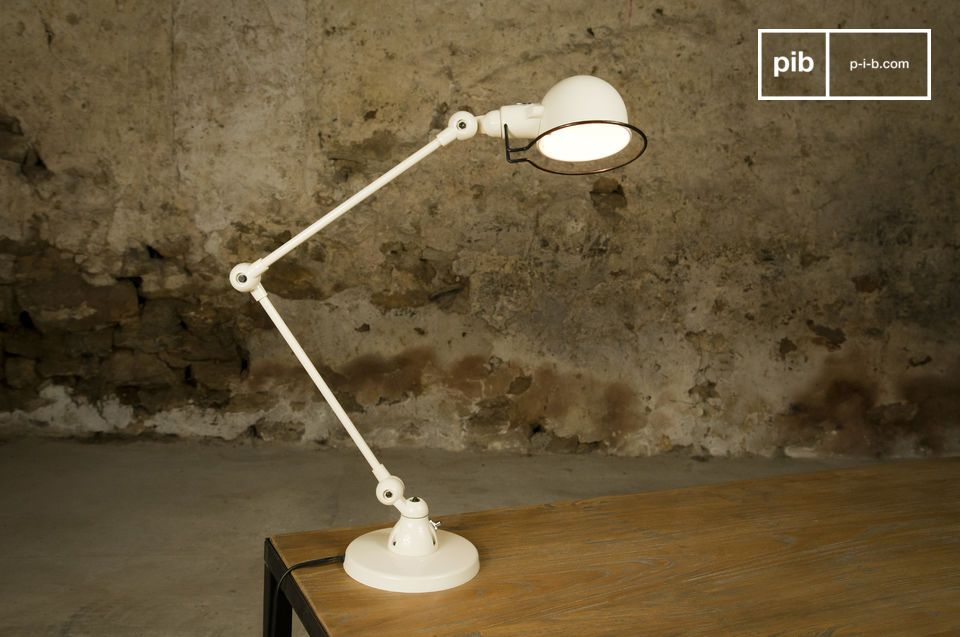 The lamp consists of 30-centimetre arms that can be easily adjusted.