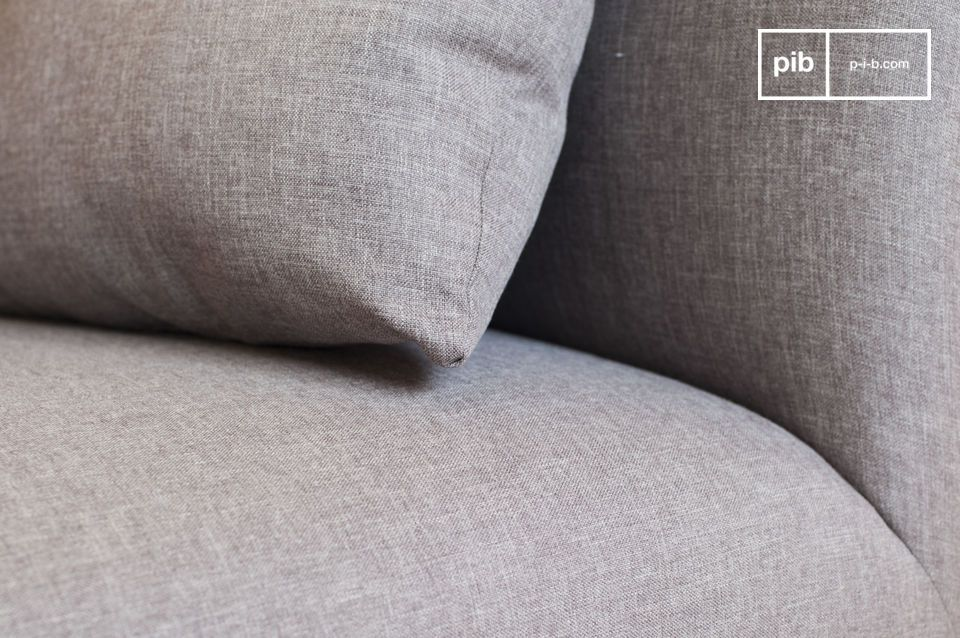 The Jackson sofa comes with five cushions filled with sponge which adjust perfectly to your back