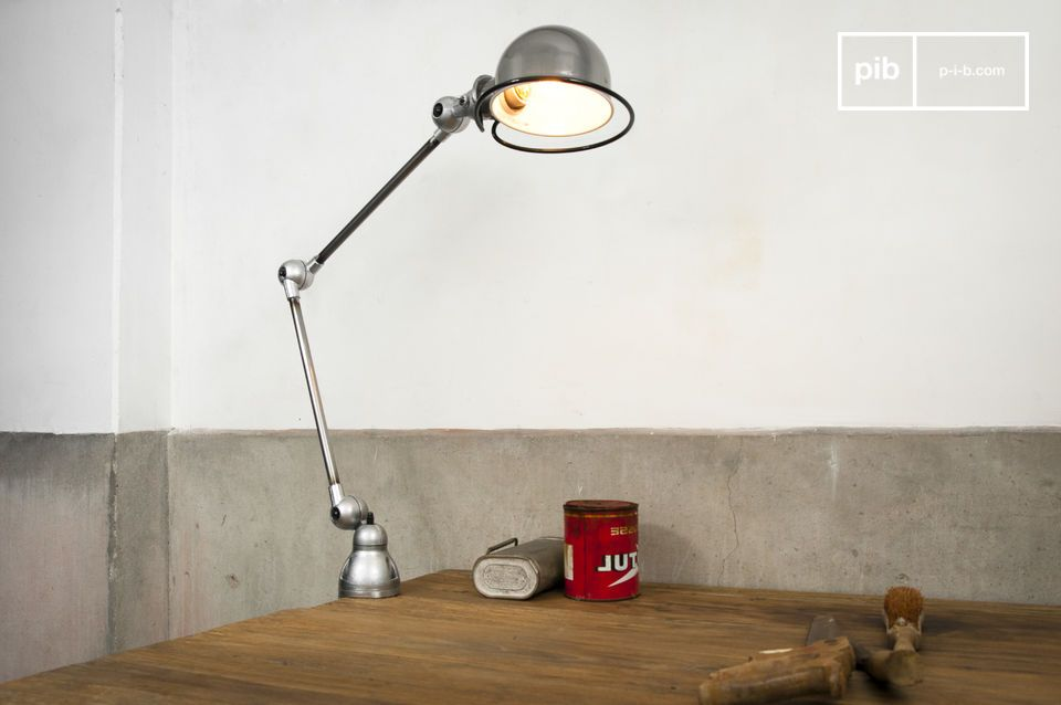 this Jieldé lamp allows a total optimization of the work surface space.