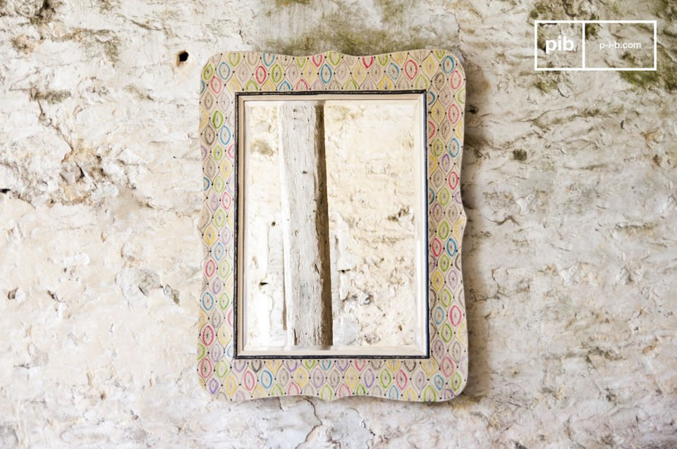 The Joan mirror is a chic country decoration accessory that subtly brings a colorful touch to your