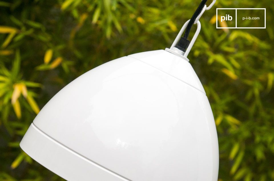 The Këpsta hanging light is made entirely out of metal