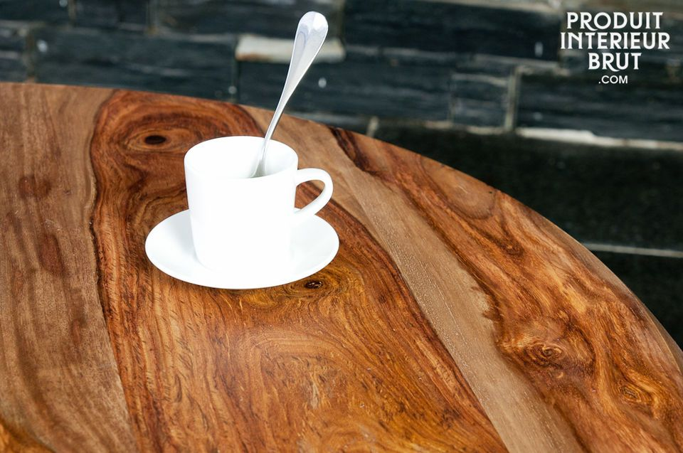 This three-legged coffee table draws its aesthetic inspiration from the mid 20th Century