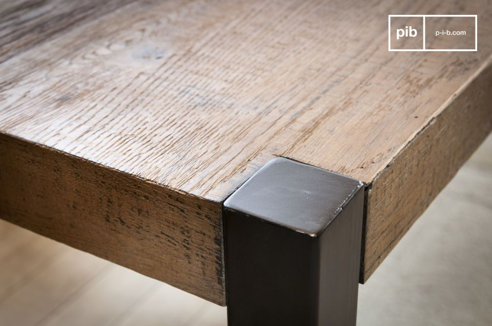The large Barcelona dining table is made of an old oak top that has kept its raw appearance