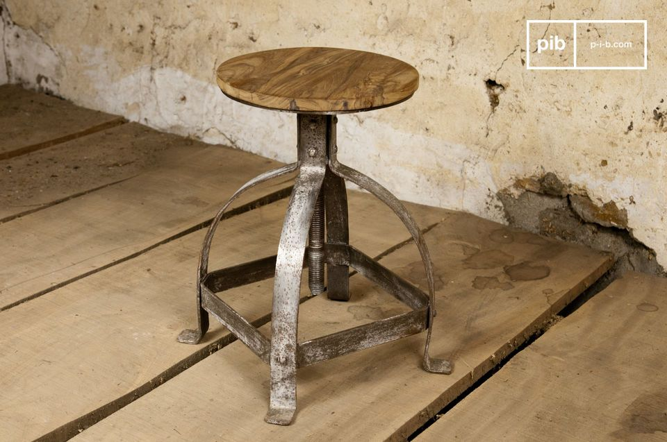 The slightly oxidised grey finish to the legs of the Lateque stool gives it genuine industrial style, which is showcased by the circular teak seat