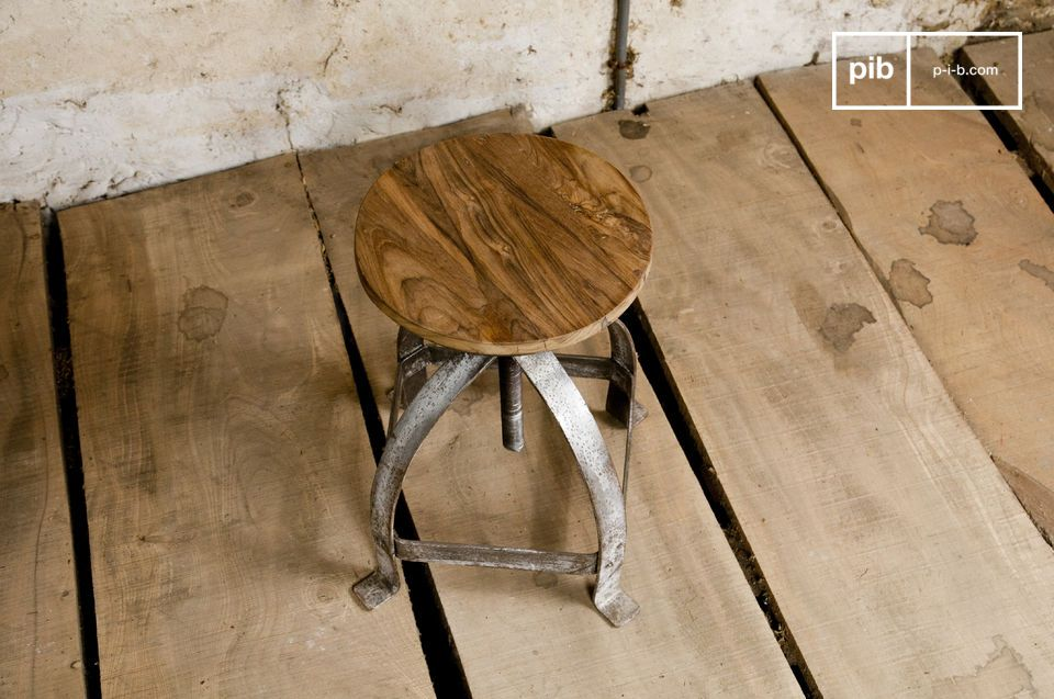 This stool is perfect to add cachet to a kitchen or a bathroom