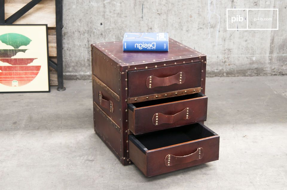Vintage style and 3 practical drawers