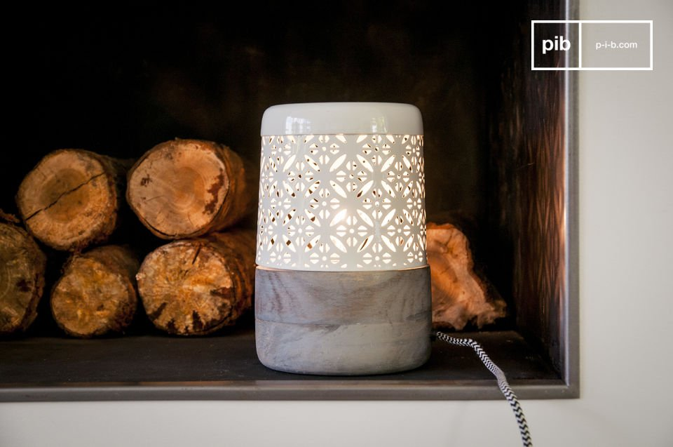 The Lënie table lamp is a small lamp full of charm that will give your romantic evenings just the right light, when it comes to relaxing and letting the beautiful designs on the wall put you in the right mood