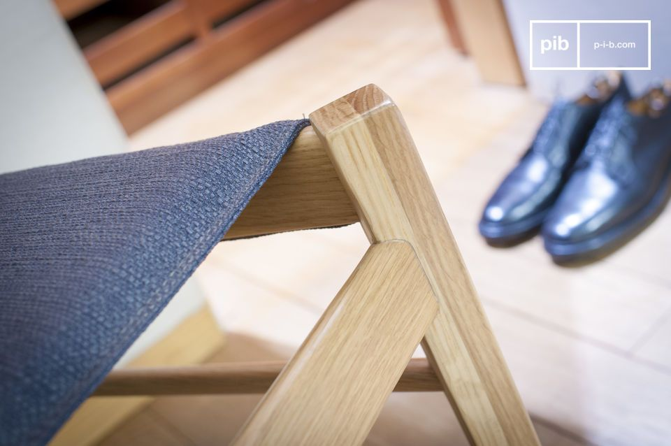 Seating comfort and light wood for a chair with a Nordic touch