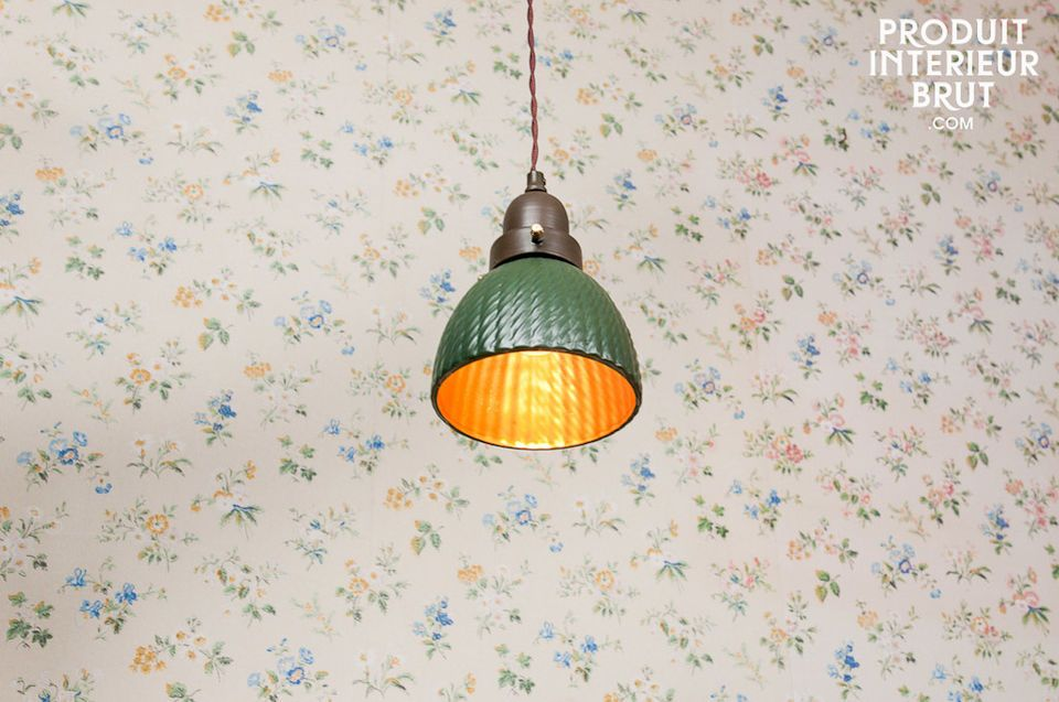 This little Snooker pendant light impresses with its uniqueness