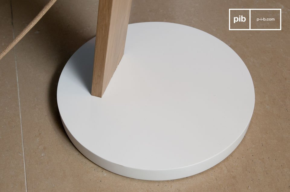 A minimalist, perfectly round & completely white foot to enhance the lamp.