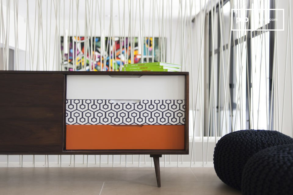 The sideboard Londress is reminiscent of typical Scandinavian furniture style due to its natural