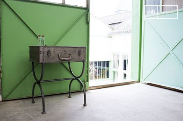 Louis Latch table