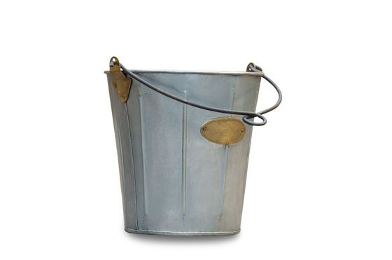 Mac Hamel Metal bucket Clipped