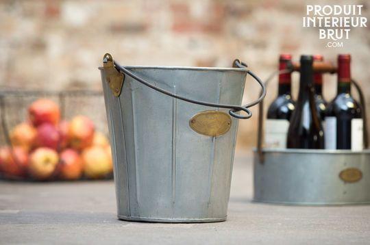 Mac Hamel Metal bucket