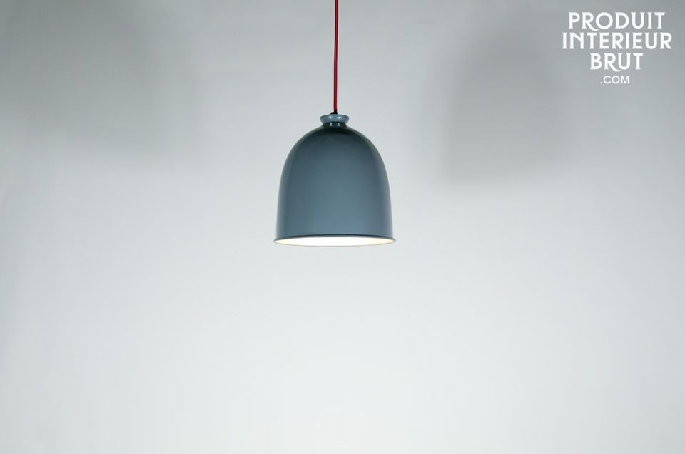 Extremely austere in appearance, this large suspension light has a timeless look