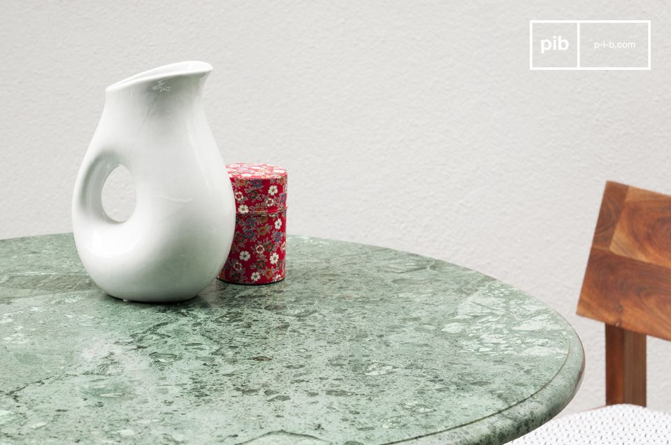 The tabletop itself is made with a beautiful veiny marble that has different tones of green that