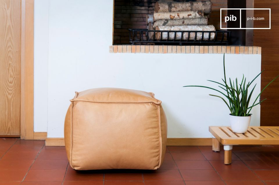 A pouf that combines timelessness with elegance