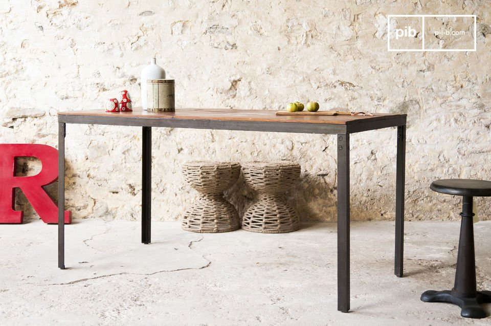 The table Masaï is a piece of furniture, whose structure and materials are reminiscent of the simple beauty of old industrial furniture
