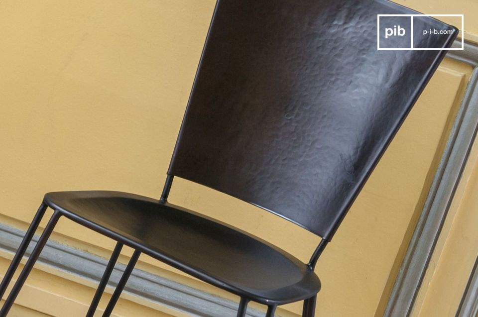 The Matteo metal chair combines robust and well crafted materials and design innovations