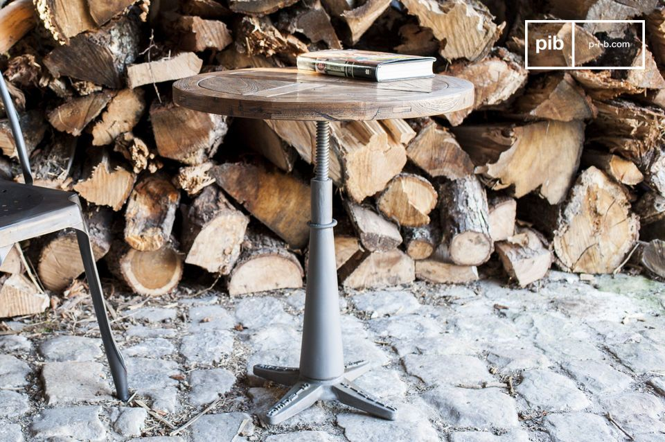 The round table Merritt is a nice example of the typical industrial furniture design