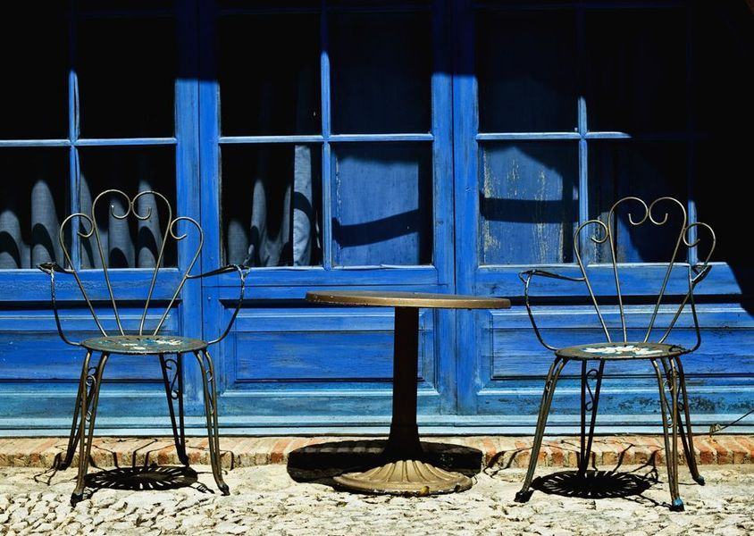 metal chairs blue setting