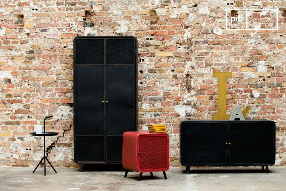 A metallic cupboard that combines two styles for a successful result : on one hand a line that